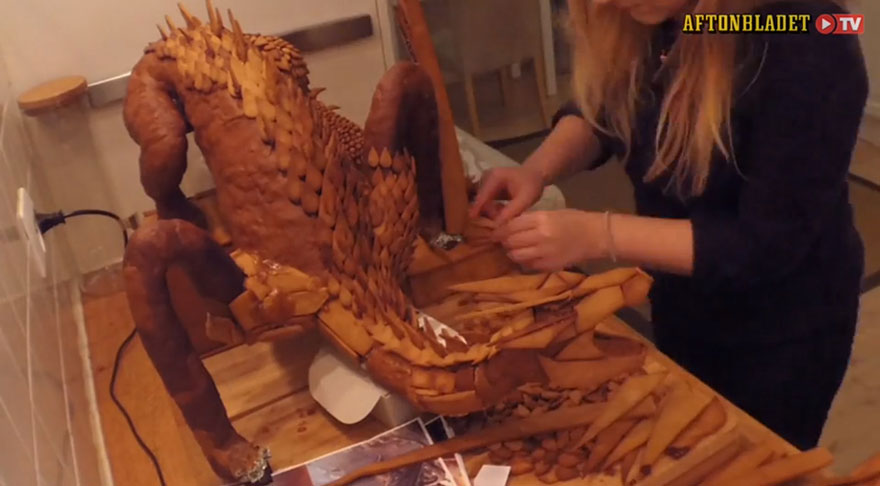 Swedish Artist Bakes Dragon The Smaug From 'The Hobbit' Out Of Gingerbread