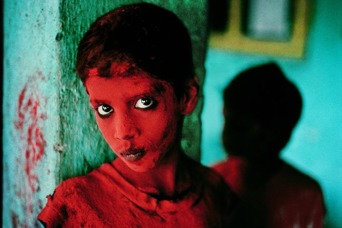 Steve McCurry Is Famous For His Photo Afghan Girl Taken In A Refugee Camp Peshawar Pakistan This Was Named The Most Recognized Of
