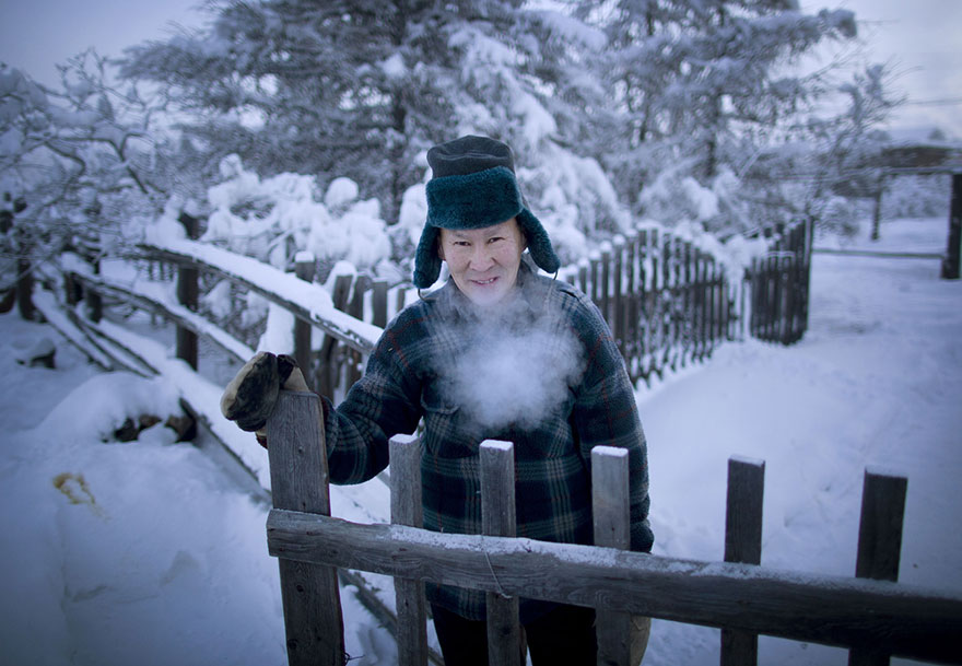 Photographer Travels From Yakutsk To Oymyakon, The Coldest Village On Earth