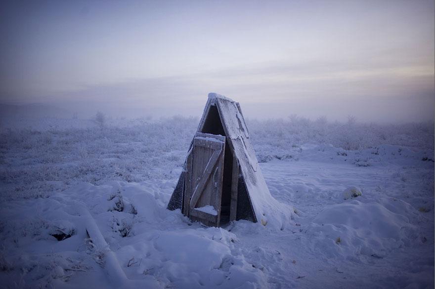 mais fria-village-Oymyakon-russia-amos-chaple-17