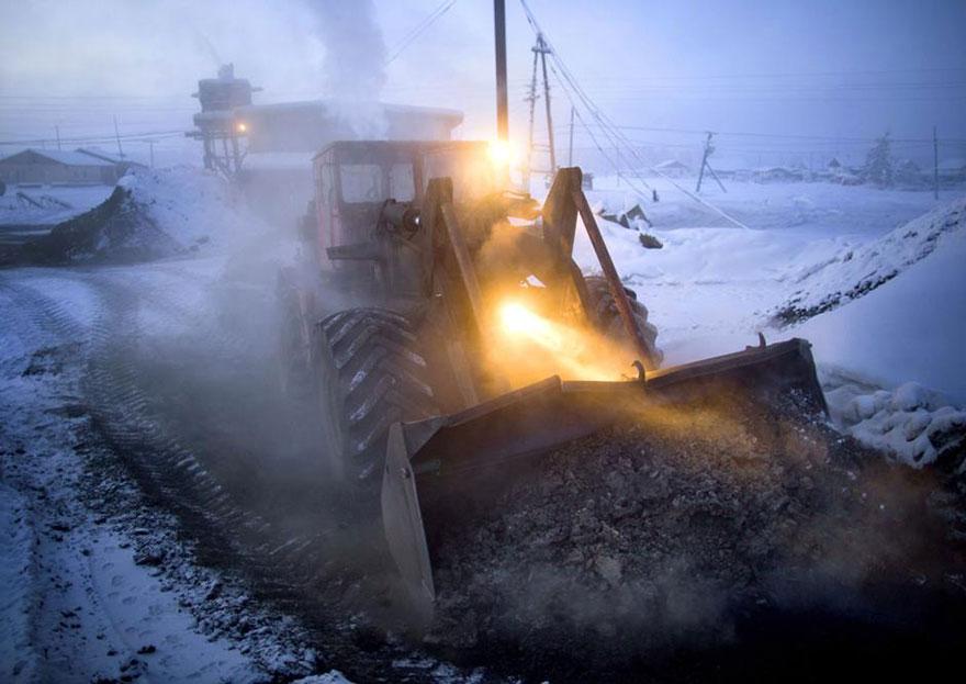 mais fria-village-Oymyakon-russia-amos-chaple-9