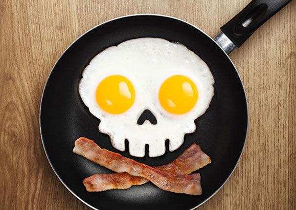 Skull-shaped Fried Egg Corral:
