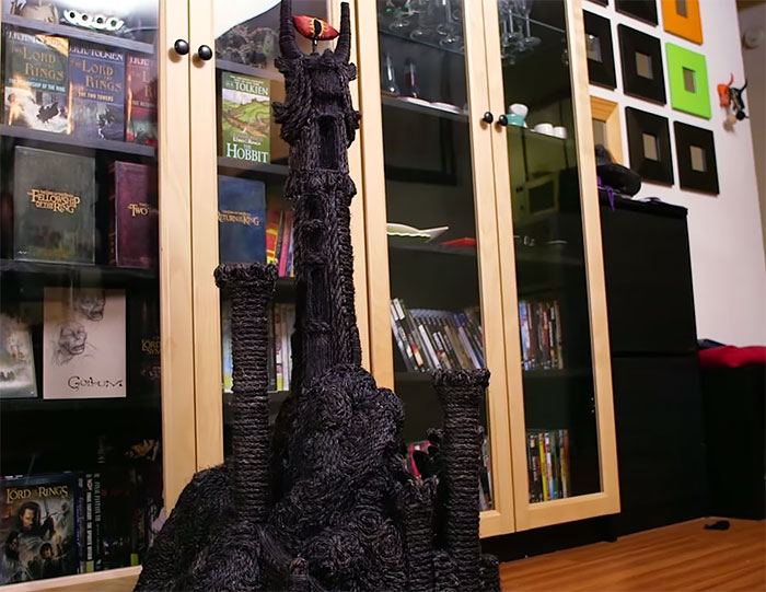 hobbit-cat-litter-box-sauron-scratch-tower-superfan-builds-111