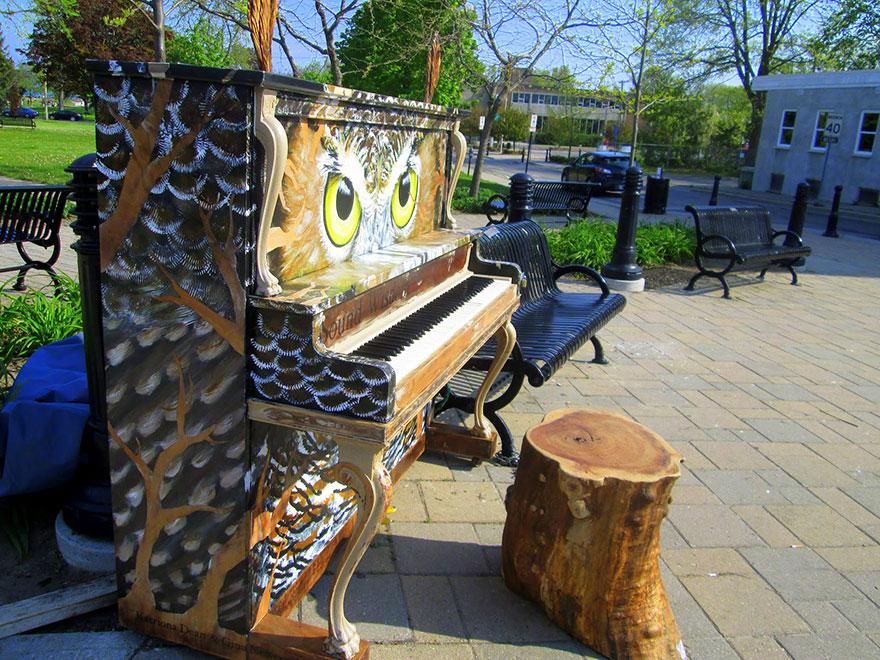 Pianos de la calle Street-pianos-play-me-im-yours-project-cobourg__880