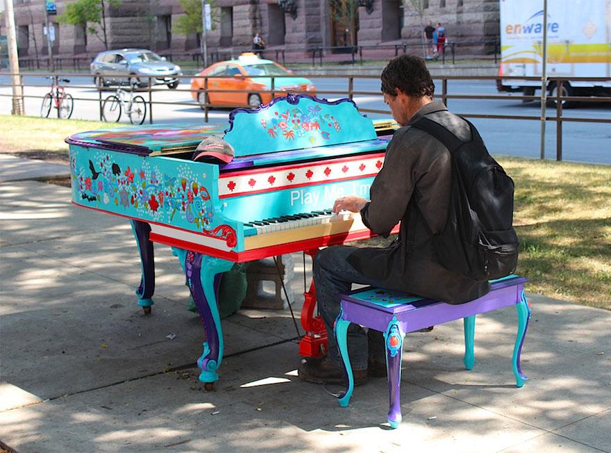 Pianos de la calle Street-pianos-play-me-im-yours-project-toronto1__880