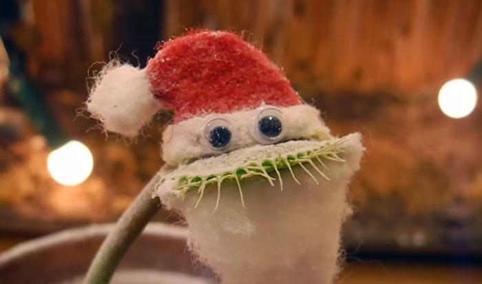 venus-flytrap-charlie-santa-costume-kluna-tik-1