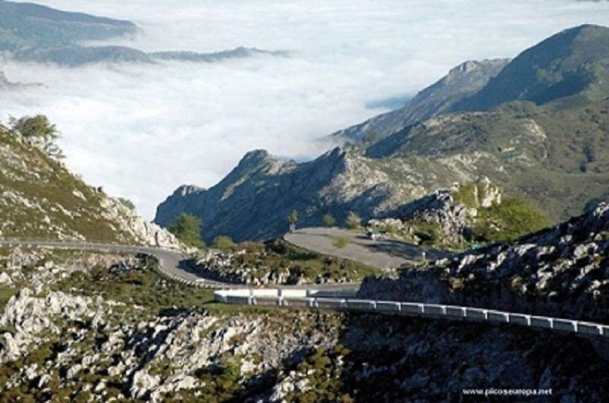 Carretera Lagos De Covadonga (asturias, España)