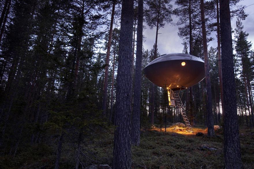 The Ufo (treehotels), Harads, Sweden