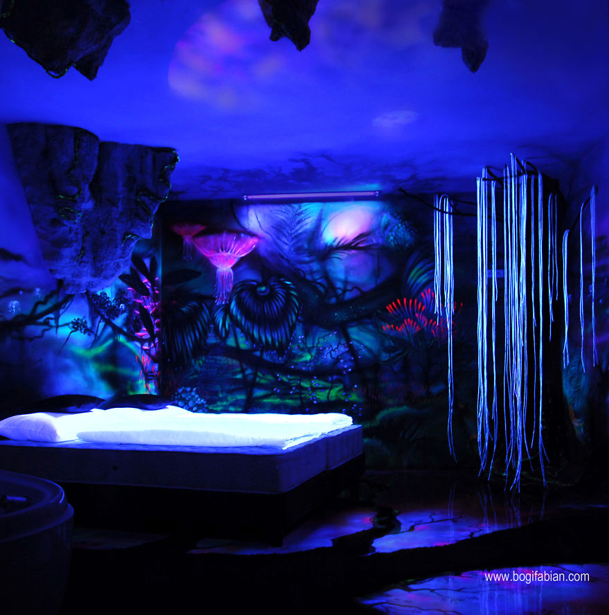 When The Lights Go Out My Glowing Murals Turn These Rooms Into - Black light bedrooms
