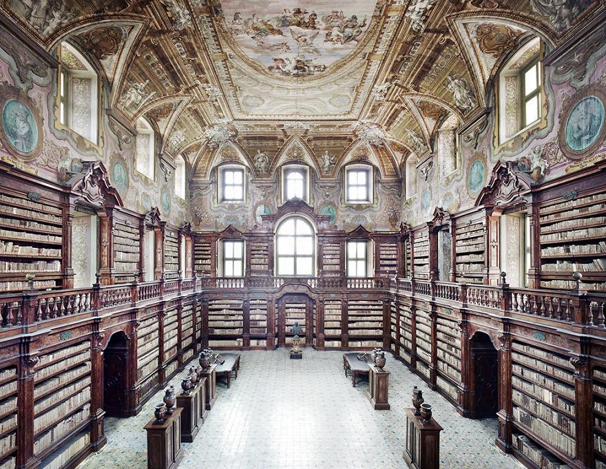 Girolamini's Library (naples, Italy)