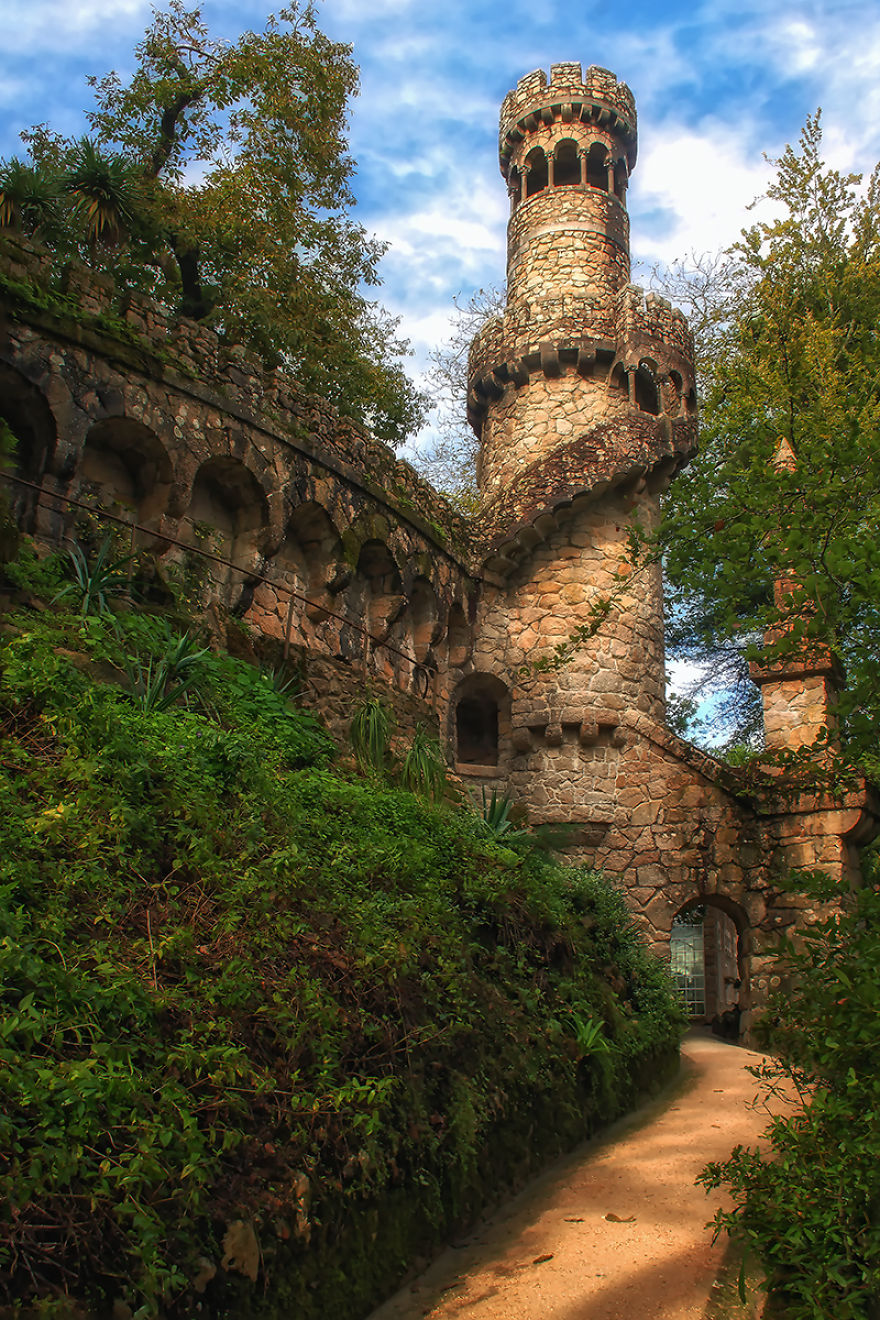 http://static.boredpanda.com/blog/wp-content/uploads/2015/01/Palace-of-Mystery-Quinta-da-Regaleira-by-Taylor-Moore7__880.jpg