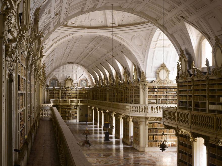 Biblioteca Do Palácio Nacional De Mafra, Mafra, Portugal