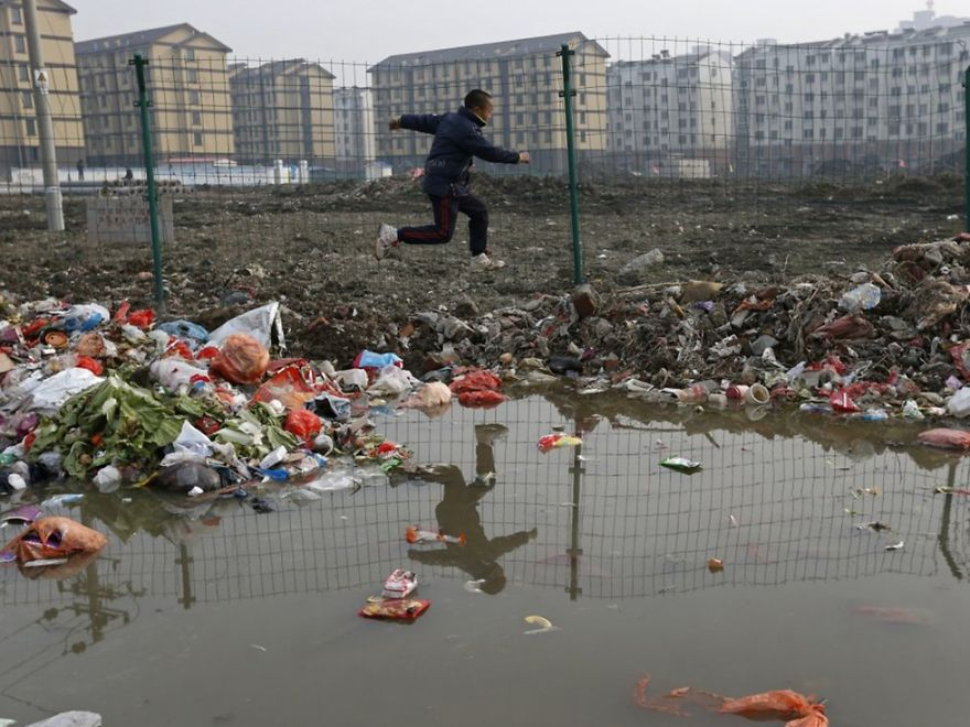 chinas pollution Water resources of china the average almost 90% of underground water in cities are affected by pollution and as well as 70% of china's rivers and lakes.