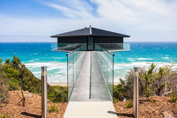 This Unbelievable House In Australia Seems To Float Above The Sea