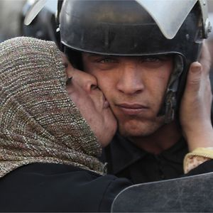 Egyptian Woman Kisses A Policeman That Refused To Fire On Protestors