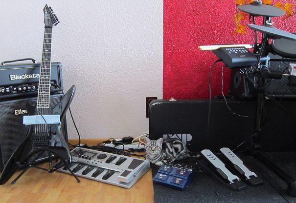 Bitch, Please! I Got My Own Music Studio...
