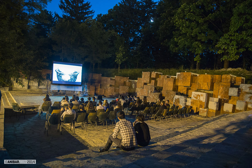 Anibar Cubes Cinema (peja, Kosovo)