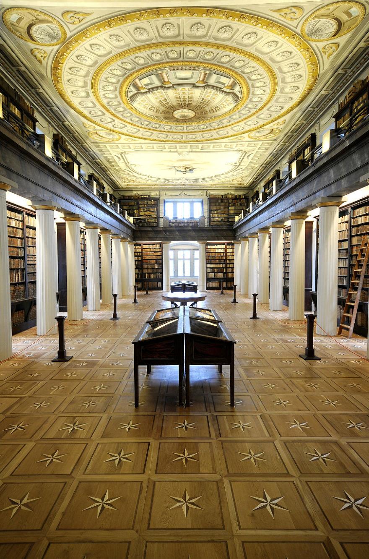 La Gran Biblioteca de la Reformed Church College Of Sarospatak - Sarospatak, Hungría