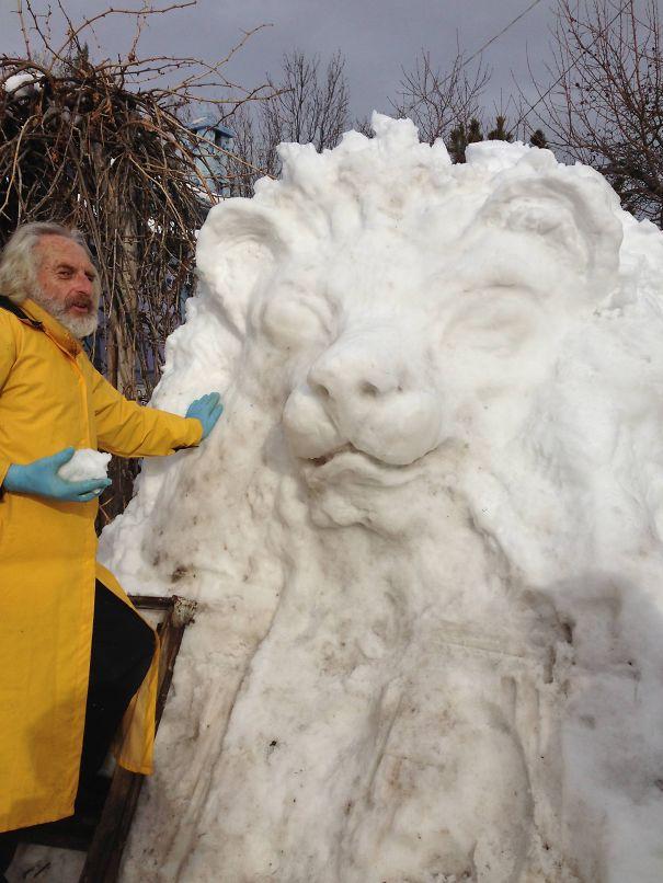 Snow Lion Sculpture