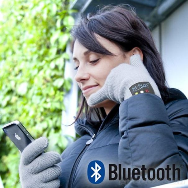 """""""talk To The Hand"""" Bluetooth Gloves"""