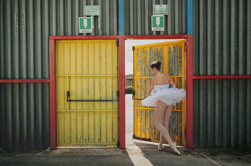 I Photograph A Ballerina's Daily Life To Show That Dancers Can Express Themselves Anywhere