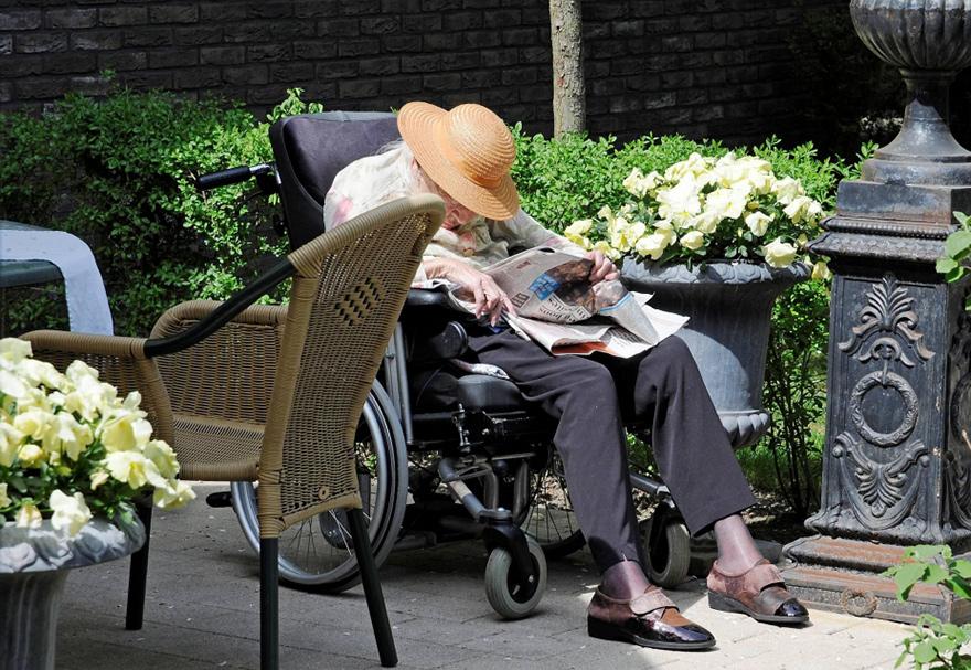 dementia-village-for-elderly-de-hogeweyk-16