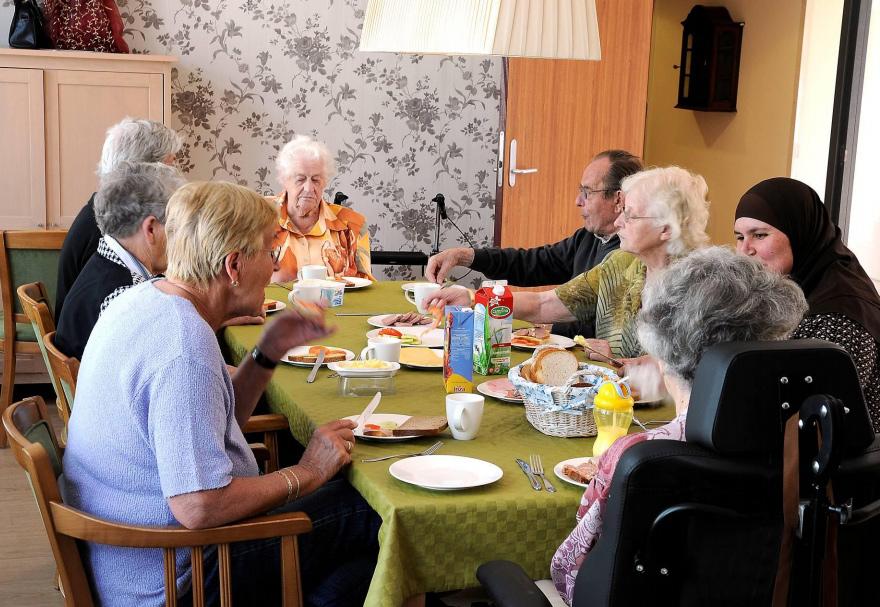 dementia-village-for-elderly-de-hogeweyk-19
