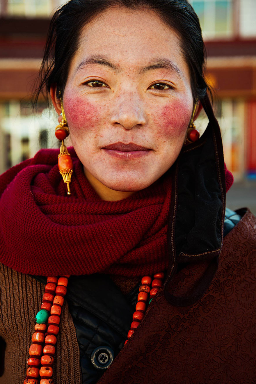 http://static.boredpanda.com/blog/wp-content/uploads/2015/02/different-countries-women-portrait-photography-michaela-noroc-15-tibet-china.jpg