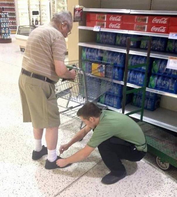 Publix Employee Ties Elderly Man's Shoes