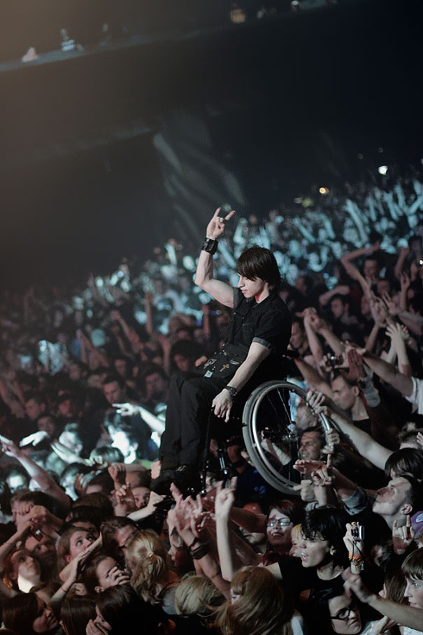 Fans Hold Up Handicapped Friend At Korn Concert In Moscow