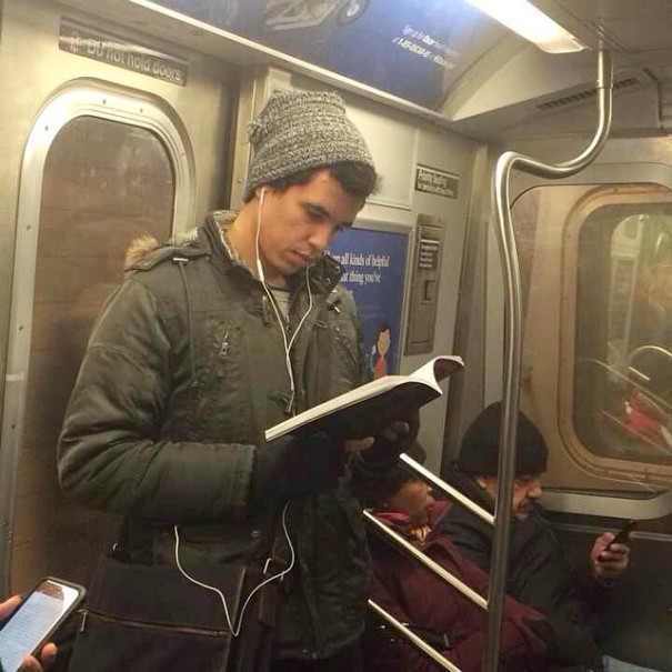 hot-dudes-reading-books-instagram-10