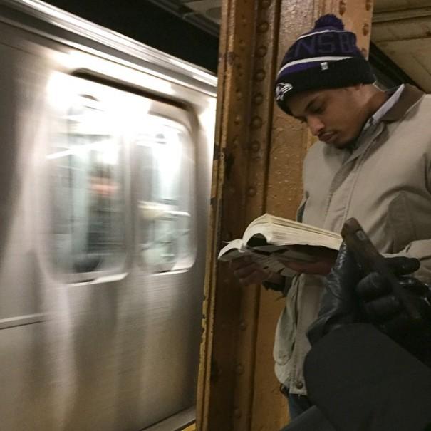 hot-dudes-reading-books-instagram-3