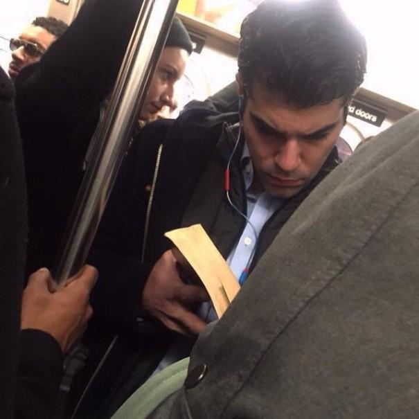 hot-dudes-reading-books-instagram-6