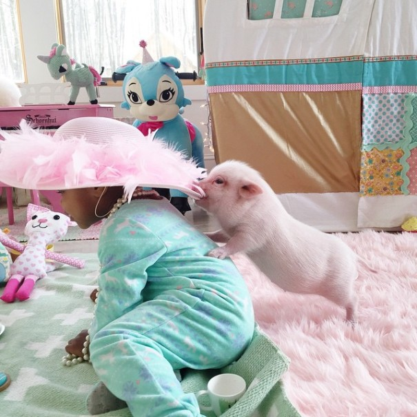 little-girl-piglet-friendship-libby-and-pearl-2