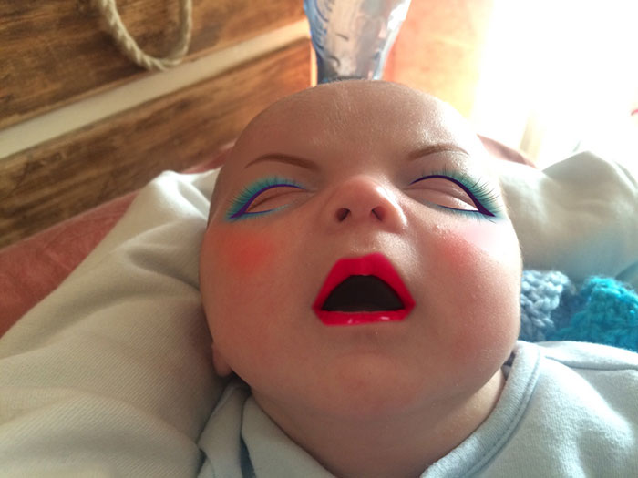 mom-gives-baby-makeup-app-4