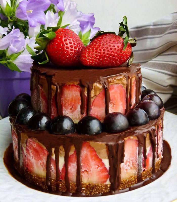 Raw Vegan Banana Strawberry Chocolate Cake