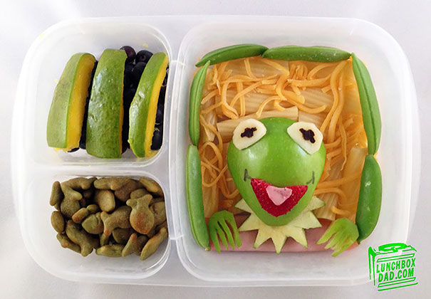 Dad Makes Creative Sandwiches And Snacks For His Daughter's School Lunch