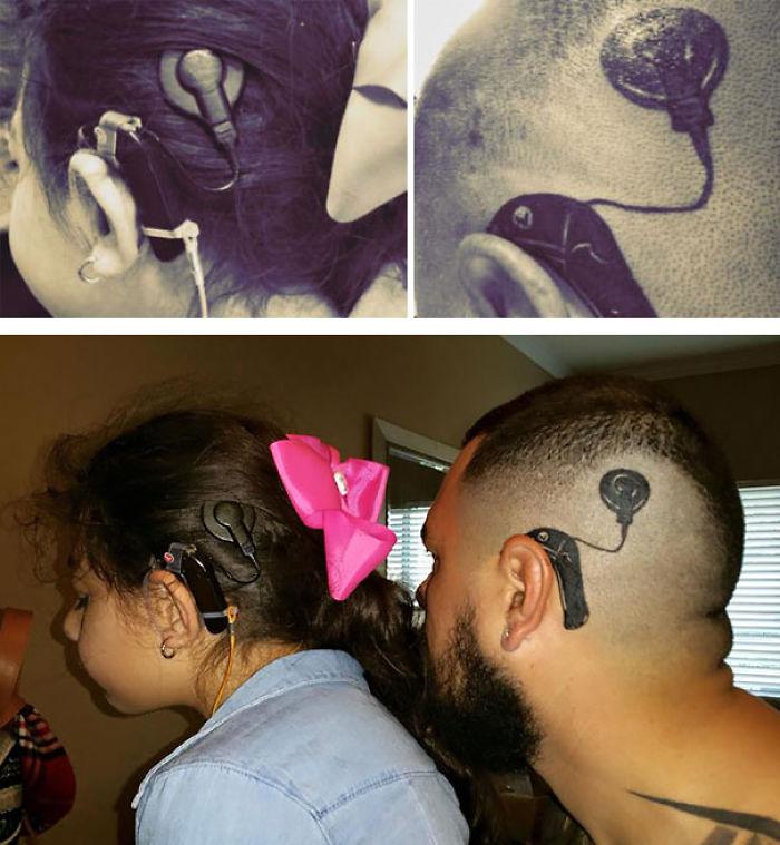 Este padre se hizo un tatuaje para que su hija no se sintiera extraña con su implante