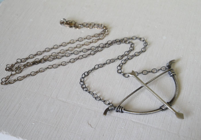 The Hunger Games Catniss Bow Necklace
