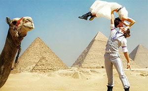 Acrobat Couple Gets Married In 38 Different Places Around The World In 83 Days