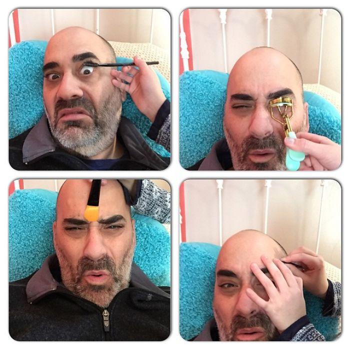 Padre dejando que su hija practique maquillaje con él