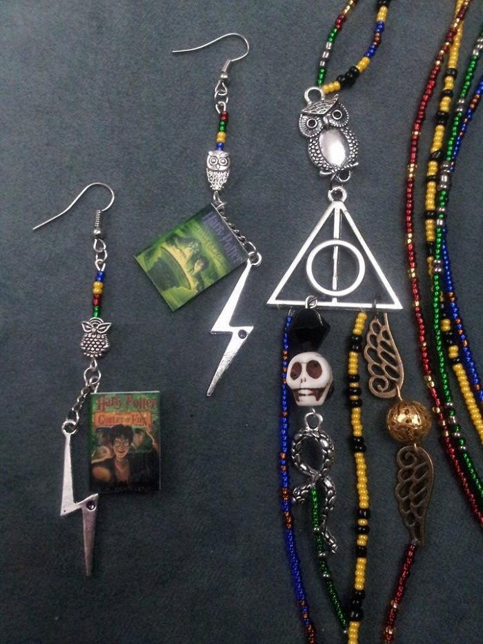 Harry Potter Hogwarts Litnerd Necklace