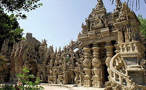 French Mailman Spends 33 Years Building Epic Palace From Pebbles Collected On His 18-Mile Mail Route