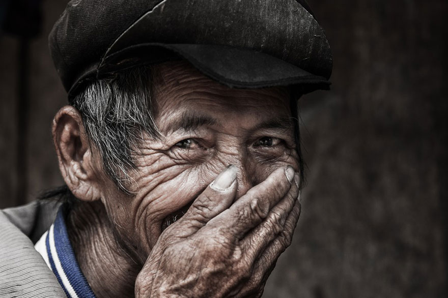 portrait-photography-hidden-smiles-vietnam-rehahn-7