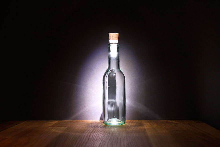 rechargeable-usb-led-bottle-light-suck-uk-3