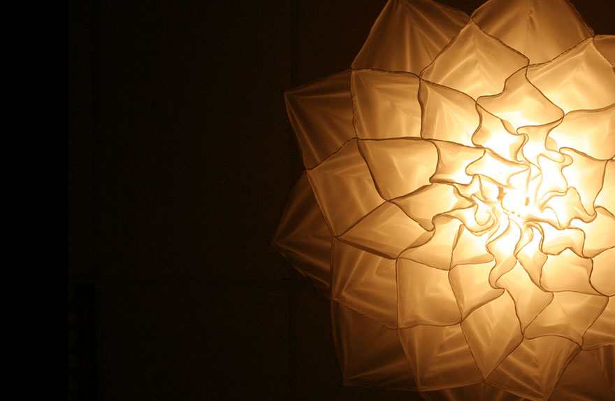 Hypnotizing Blooming Flower Lamps That Dance Like