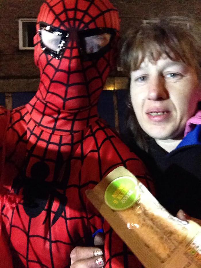 spider-man-helps-feeds-homeless-birmingham-uk-4