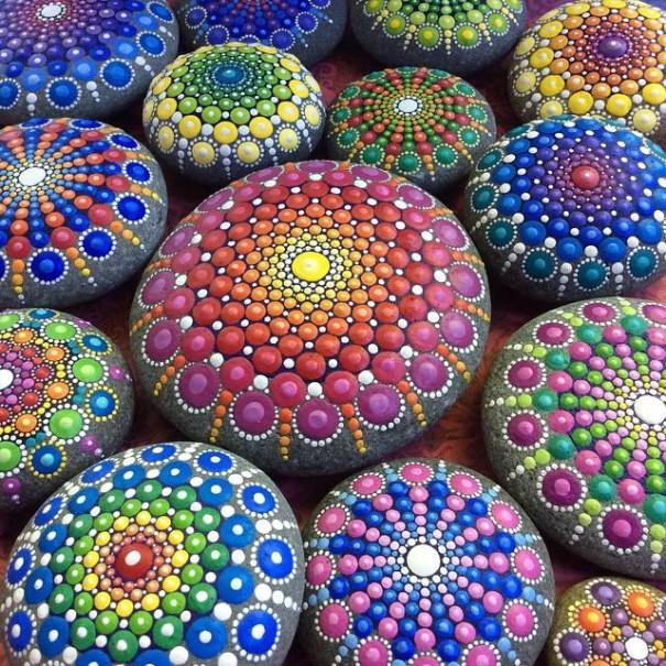 http://static.boredpanda.com/blog/wp-content/uploads/2015/03/stone-art-mandala-elspeth-mclean-canada-11-605x605.jpg