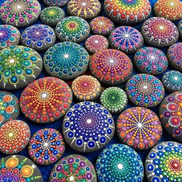 http://static.boredpanda.com/blog/wp-content/uploads/2015/03/stone-art-mandala-elspeth-mclean-canada-8-605x605.jpg
