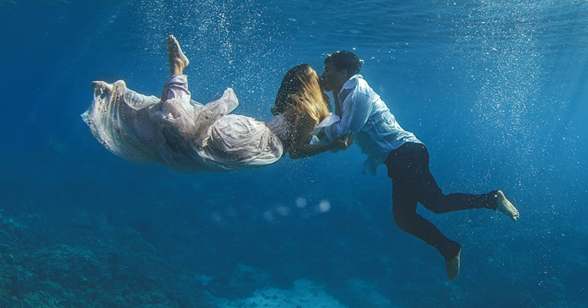 Trash the dress underwater wedding photography bored panda publicscrutiny Image collections